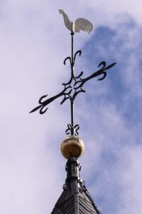 Toren Oud-Leusden met gerestaureerde haan